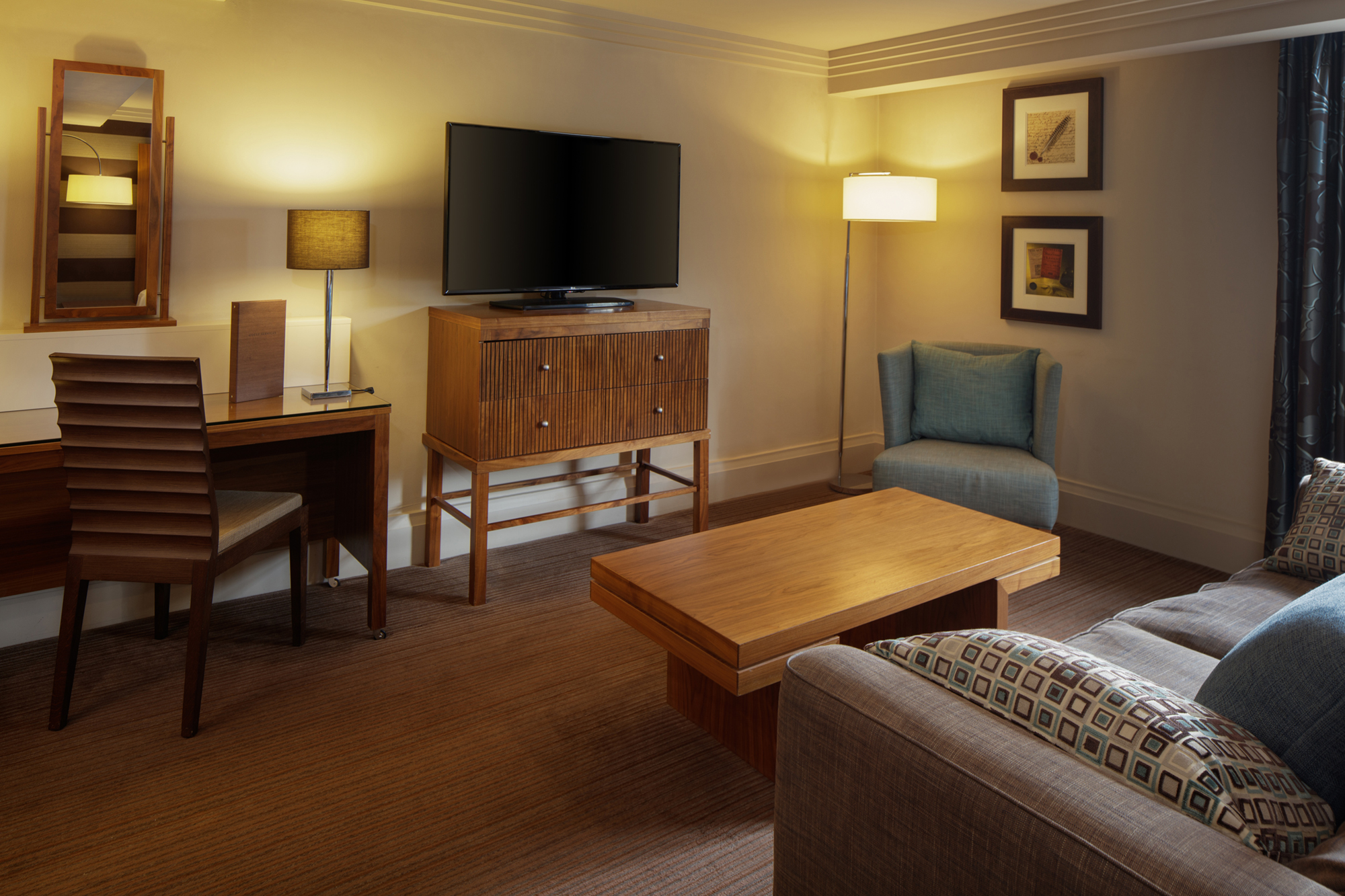 sofa and tv bedroom doubletree by hilton stratford-upon-avon